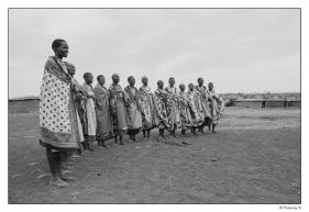 Femmes Masaï dans une danse traditionnelle